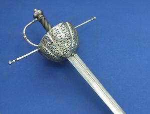 A very nice Antique 17th Century Spanish or Italian Cup Hilted Rapier, length 123 cm, in very good condition. Price  5.500 euro