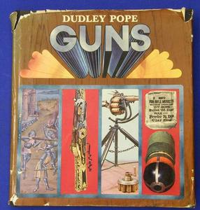 Guns by Dudley Pope, 255 pages. Whitout dust jacket. Price 25 euro