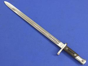 An Antique Spanish Bayonet M 1913 Artilleria National Toledo, length 52 cm in good condition. Price 60 euro