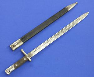 A very nice Antique Spanish Bayonet Model 1913, Artilleria.Fabrica Toledo, length 56 cm, in very good condition. Price 100 euro