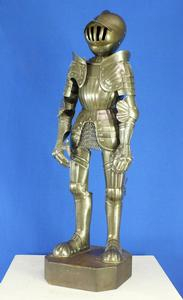 A very nice Antique 19th Century Miniature Armour in the 16th Century Maximilian Style, heigth 45 cm, in very good condition. Price 1.700 euro