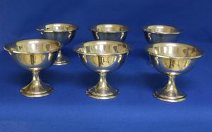A very nice English Set of Six Silver Ice Cups, marked STERLING 7177, height 8,5 cm, in very good condition. Price 400 euro reduced to 295 euro