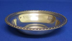 A very nice Sterling Silver Bon-Bon Dish, diameter 15,5 cm, in very good condition. Price 100 euro reduced to 79 euro