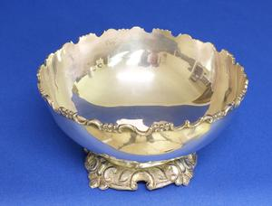 A very nice English Silver Rose Bowl, diameter 16 cm, in very good condition. Price 160 euro reduced to 129 euro