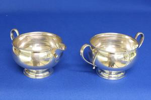 A very nice English Sterling Silver Sugar & Cream Set, height 7 cm, in very good condition. Price 130 euro reduced to 98 euro