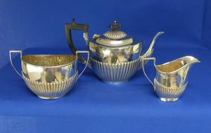 A very nice English Silver Tea Set (Three Pieces), Birmingham 1936, height teapot 15 cm, in very good condition. Price 1.200  euro reduced to 900 euro
