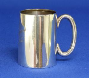 A very nice English Silver Christening Mug, Birmingham 1914, height 6,5 cm, in very good condition. Price 100 euro reduced to 79 euro
