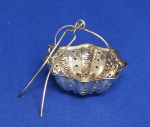 A very nice French Silver Tea Strainer Marked Christofle (Paris) , in very good condition. Price 75 euro reduced to 59 euro