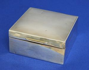 A very nice English Silver Sigaret Box, London 1931, length 9 cm, in very good condition. Price 210 euro reduced to 170 euro