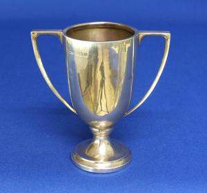 A very nice English Silver Cup, Birmingham  1934, height 9.5 cm, in very good condition. Price 70 euro reduced to 59 euro