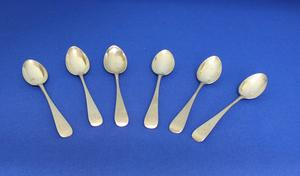 A very nice Set of Six Silver Tea Spoons, London 1900, length 12 cm, in very good condition. Price 95 euro reduced to  65 euro