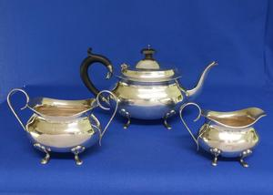 A very nice English Silver Tea Set (Three Pieces) Birmingham 1927/1930, height 15 cm, in very good condition. Price 1.100 euro reduced to 895 euro