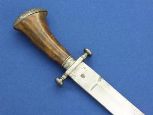 A very nice 17th Century Italian Antique Hunting Sword, length 57 cm, in very good condition. Price 2.100 euro