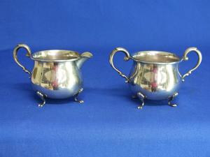 A very nice antique English Silver Milk & Suger Set, Sterling Crown, in very good condition. Price 179 euro reduced to 150 euro