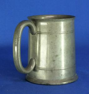 A very nice 19th Century antique English Pewter Beaker, height 12 cm. Price 75 euro