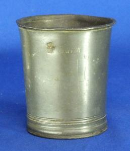 A very nice 19th Century antique English Half Pint Beaker, height 9 cm. Price 75 euro