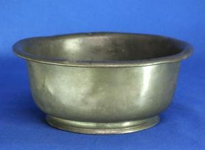 A very nice 19th Century English Pewter Scale/Bowl, wide 17 cm. Price 50 euro
