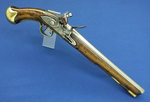 A fine antique English Long Sea Service Flintlock Pistol  Pattern 1801, with belt hook, lock marked TOWER, caliber 15 mm, length 50 cm,  in very good condition.