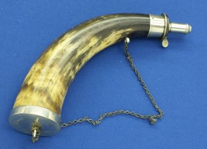 A very fine antique large personalised English Silver Mounted Powder Horn, by  James Dixon & Sons Sheffield. length 30 cm, in near mint condition. Price 350 euro
