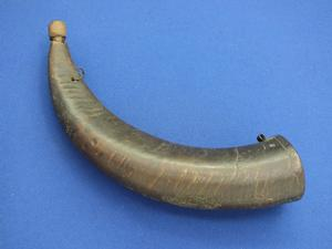 A very nice antique 19th Century  big Eastern Powder Horn, height 35 cm, in very good condition. Price 95 euro