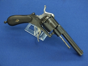 A very nice antique 19th Century French Pinfire Revolver, caliber 10 mm, length 27 cm, in very good condition. Price 550 euro