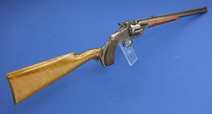 A very scarce antique Smith & Wesson model 320 6 shot revolving Rifle with 16 inch barrel, only 239 made. Length 83 cm. In very good condition.