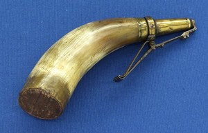 An antique 18th century small Powder Horn, length 19,5 cm. In very good condition. Price 195 euro