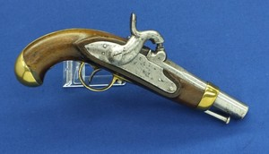 An antique Belgian Gendarmerie percussion pistol by E.BREUER LIEGE. Made circa 1840. Caliber 15,5 mm smooth, length 26 cm. In good condition. Price 650,- euro