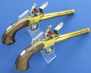 Fine Pair Antique 18th Century English Flintlock Queen Ann  Pistols by Bunney London, caliber 14 mm, length 32,5 cm, in near mint  condition.